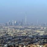 Earthquake in Dubai (stock image of Dubai skyline)