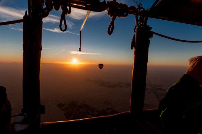 Hot air balloon tours over the desert