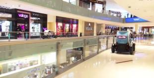F1 drivers race Renault Twizy around Dubai Mall