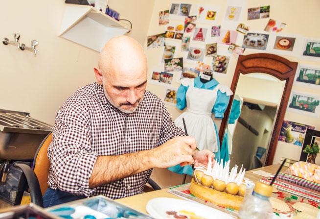 Meet the designer of Alice In Wonderland - Madinat Theatre December 2014