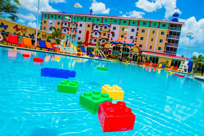 Legoland dubai to get lego themed hotel what 39 s on for Florida pool show 2015