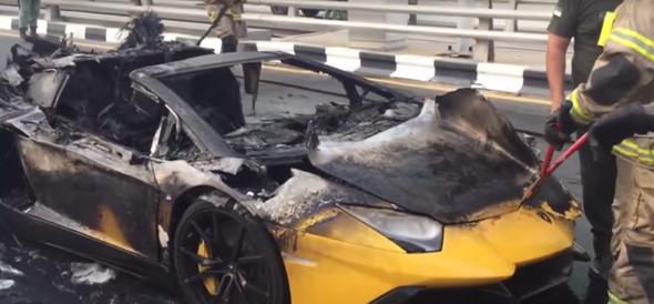 Video Supercar Lamborghini Aventador Goes Up In Flames In Dubai