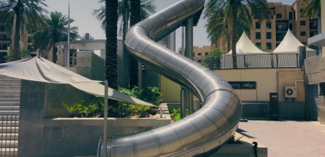 There 39 s a huge new slide in downtown dubai what 39 s on dubai - The giant slide apartament ...