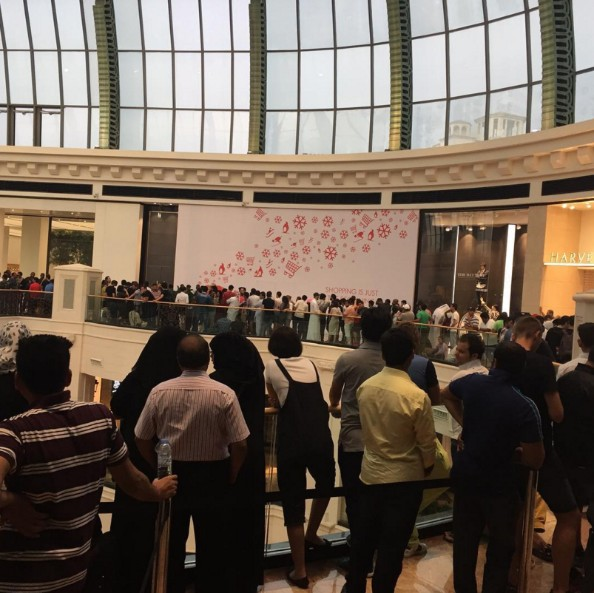 The iphone 7 launch in dubai saw some serious queueing iphone dubai solutioingenieria Choice Image