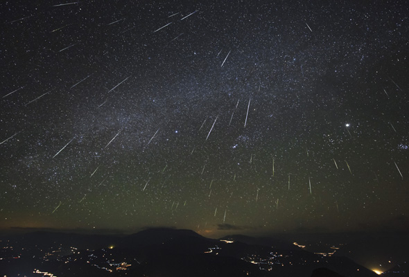 Clear viewing (before bedtime) for tonight's Geminid meteor shower