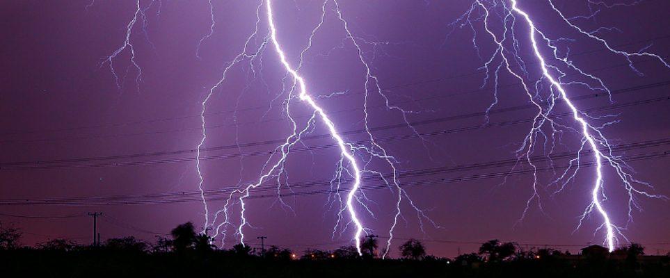 watch ras al khaimah struck by purple lightning