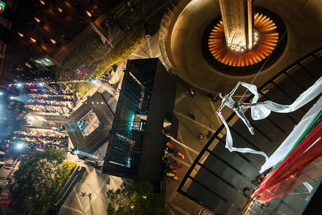 Acrobats on the side of the Burj Khalifa