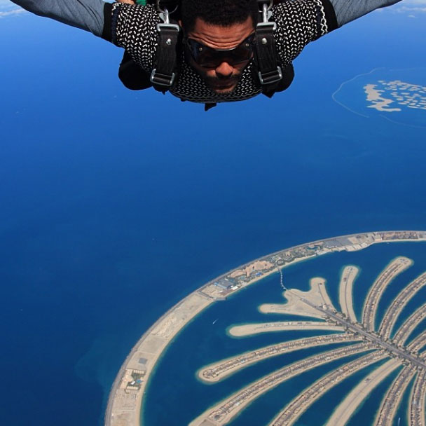 Will Smith skydiving in Dubai with Maxwell