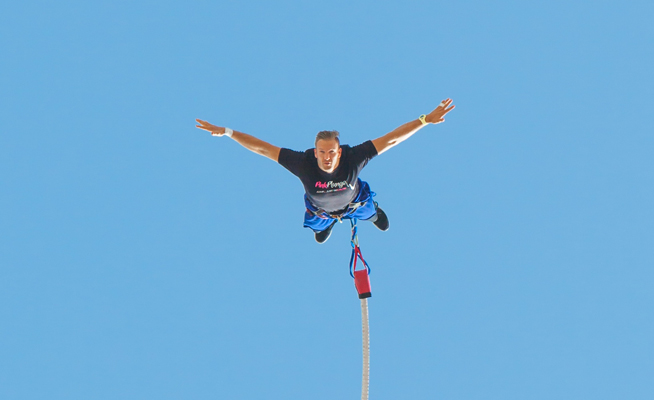 Bungee jump world record broken in Dubai