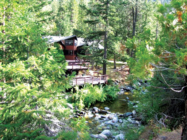 Flowing Waters Retreat, Mount Shasta, United States - healthy holidays