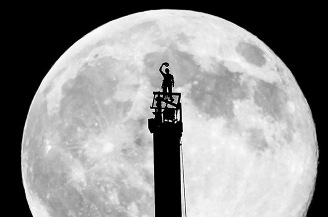 Crown Prince atop the Burj Khalifa with the supermoon