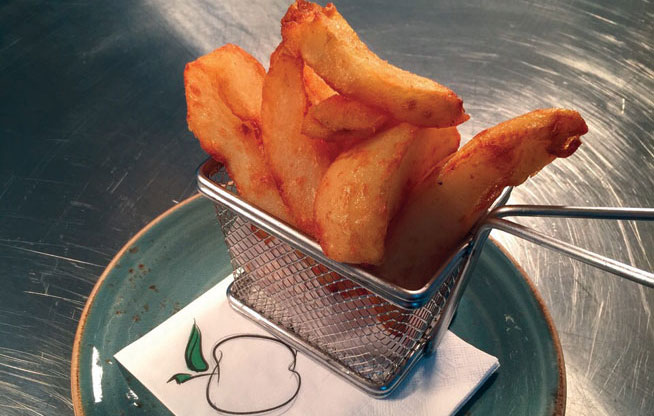 Best dishes in Dubai - Proper chips at The Scene