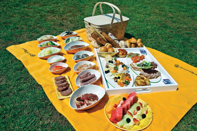 Picnics in Dubai: Zero Gravity picnic brunch