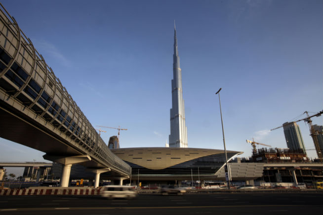 Burj Khalifa metro closed from 10pm on NYE