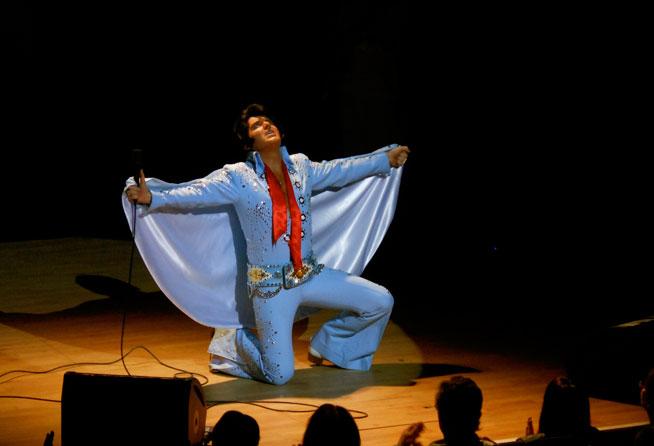 Elvis impersonator Rob Kingsley in Dubai