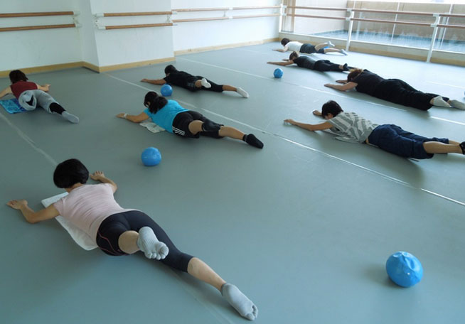 Barre classes in Dubai - Floor Barre