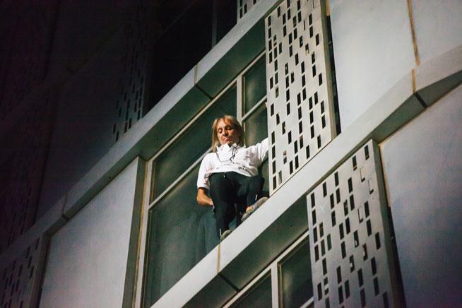 Alain Robert Spiderman climbs Dubai Marina Twisty Tower (Cayan Tower)