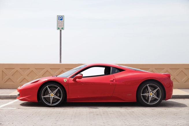 Ferrari 458 italia - cool car rentals in Dubai