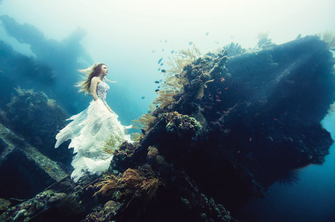 Freediving in Dubai with an underwater modell