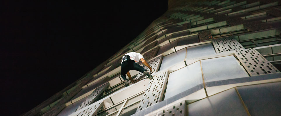 Alain Robert Spiderman climbs Dubai Marina Twisty Tower (Cayan Tower)