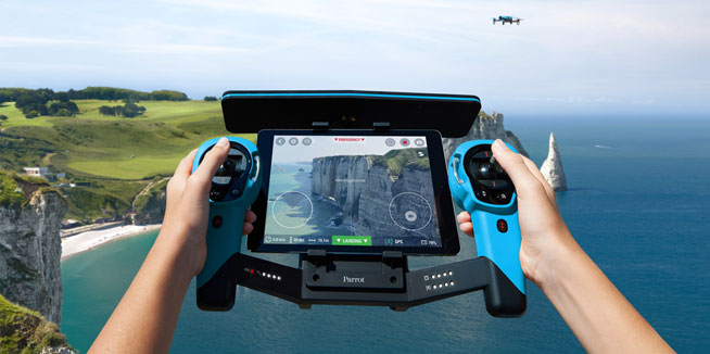 https://whatson.ae/wp-content/uploads/2015/10/Parrot-Bebop-with-SkyController.jpg