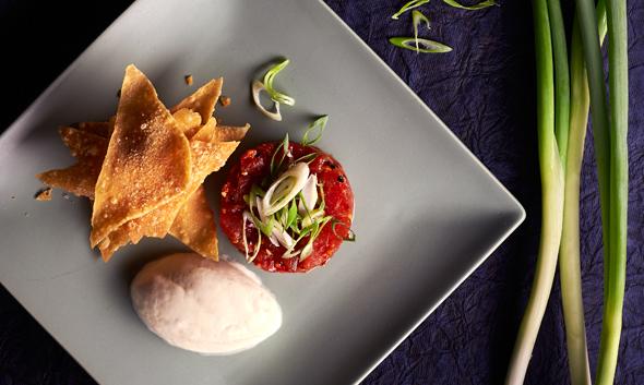 Spicy-tuna-tartare,-chilli-garlic,-sesame-oil,-wonton-crisps