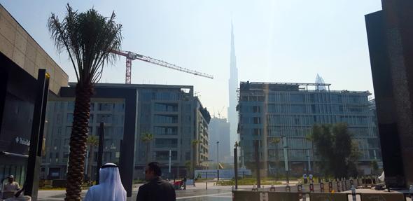 city-walk-view-of-burj
