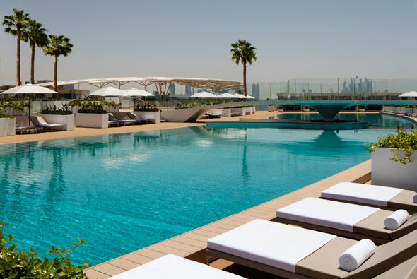 Burj-Al-Arab-Terrace-Fresh-Water-Pool