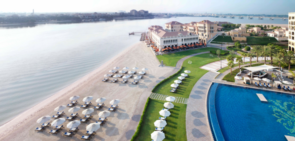 The-Ritz-Carlton-Abu-Dhabi,-Grand-Canal-Pool-Beach-(3)