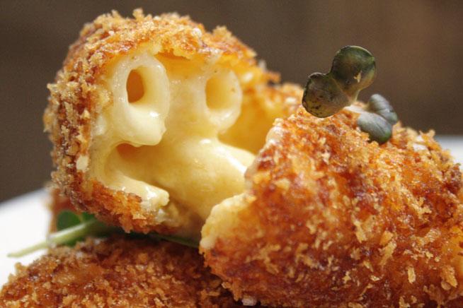 08-BRUNSWICK-cheesy-mac-bites-at-Brunswick-RS