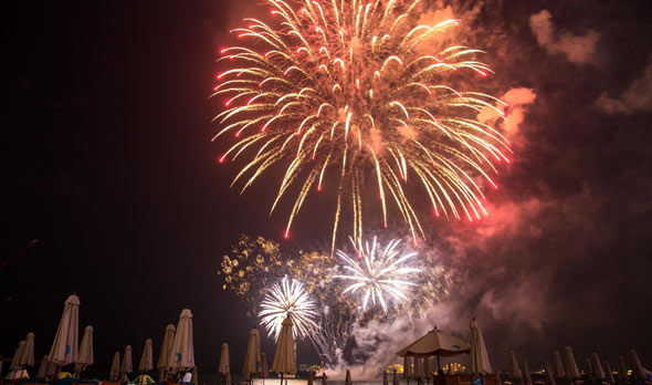 Fireworks_THE-BEACH-opp-JBR