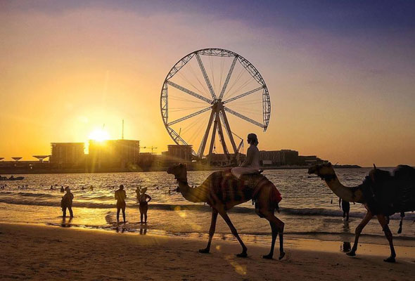 One Of Dubai S Most Por Beaches Among Both Residents And Tourists This Is The Closest Public Beach To Marina It Littered With Sunbeds
