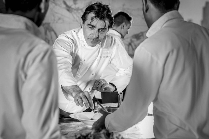 ootp-stay-chef-yannick-service-2-BW