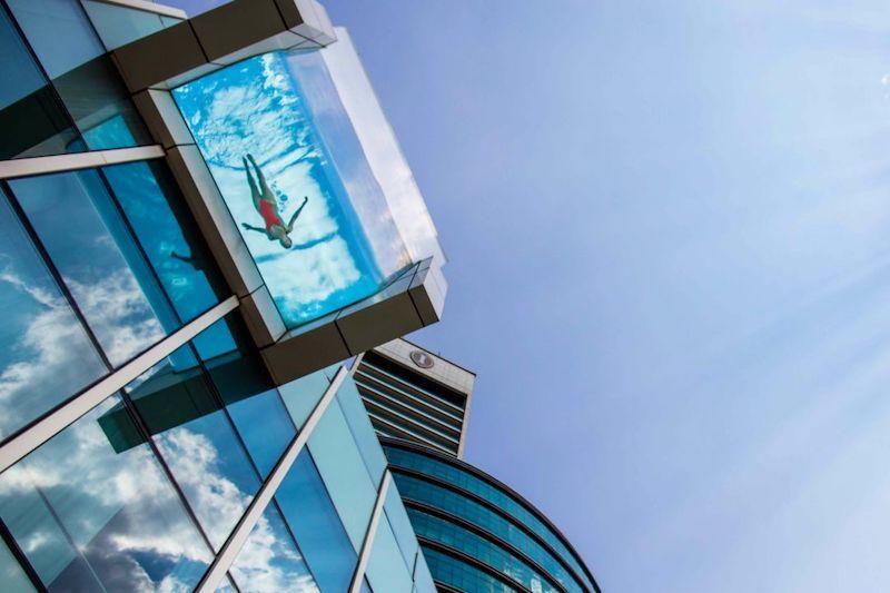 intercontinental-dubai-rooftop swimming pool