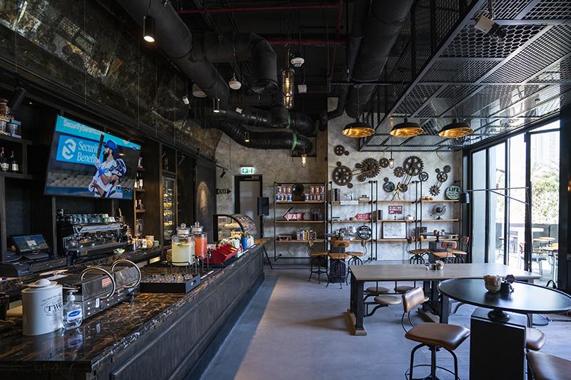 TJs outdoor bar in Dubai