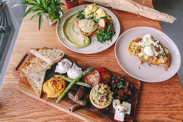 friends-avenue breakfast in dubai