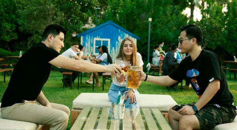 beer garden hyatt dubai