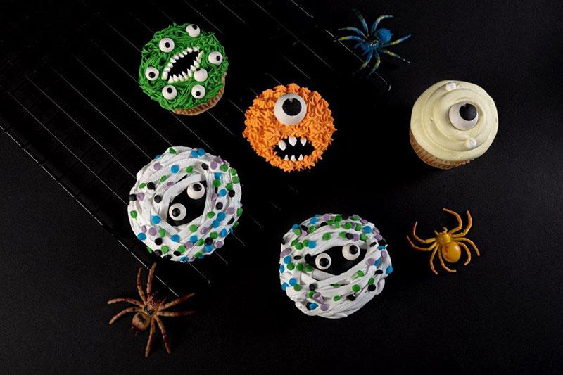 mister baker halloween cupcake