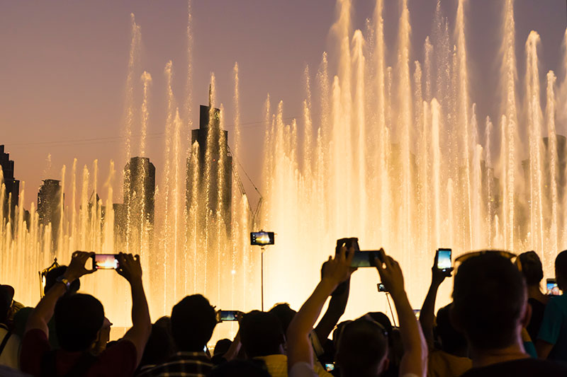 Dubai Fountain tourists