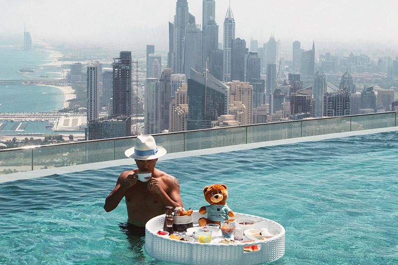 floating-breakfast-infinity-pool