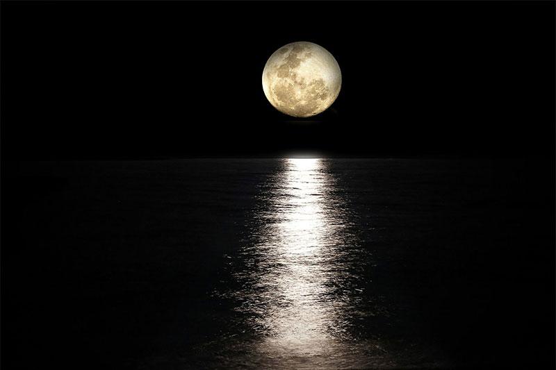 Full moon saadiyat